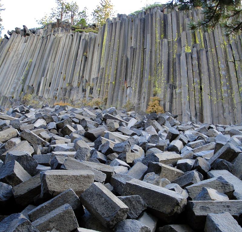 chudesa-prirodyi-bazaltovyie-kolonnyi