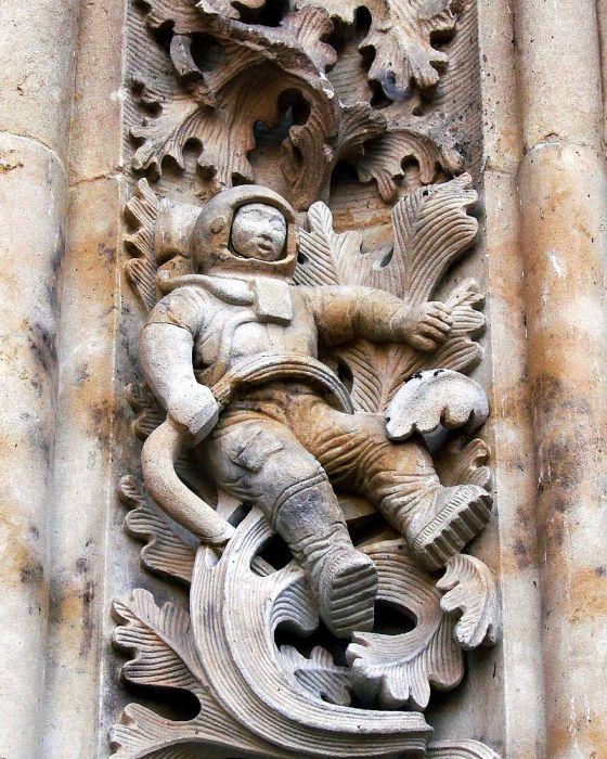 Астронавт на рельефном украшении собора Саламанки.   Фото: commons.wikimedia.org.