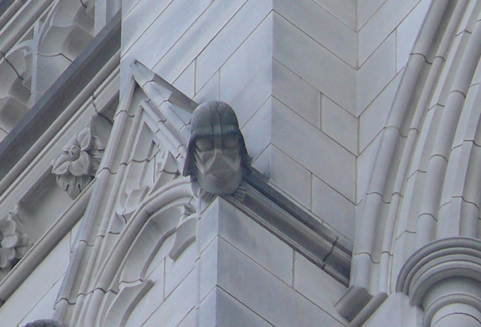 Гротескный Дарт Вейдер на северо-западной башне Вашингтонского кафедрального собора.   Фото: commons.wikimedia.org.