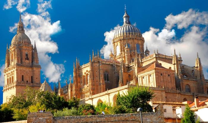 Новый кафедральный собор в Саламанке несет черты поздней готики и барокко.   Фото: wikiwand.com.