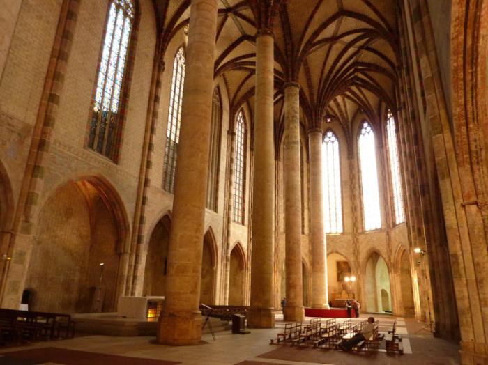 Внутренний зал церкви якобинцев.   Фото: nostradamvs.livejournal.com.