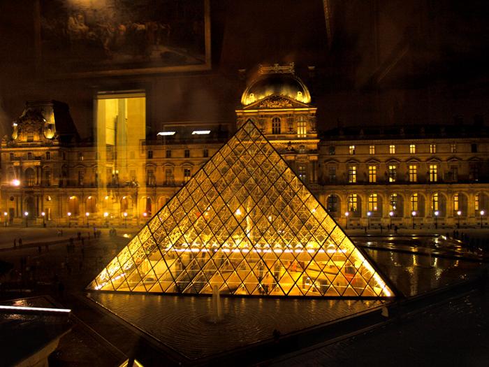 Пирамида Лувра Фото Amber Lacerta