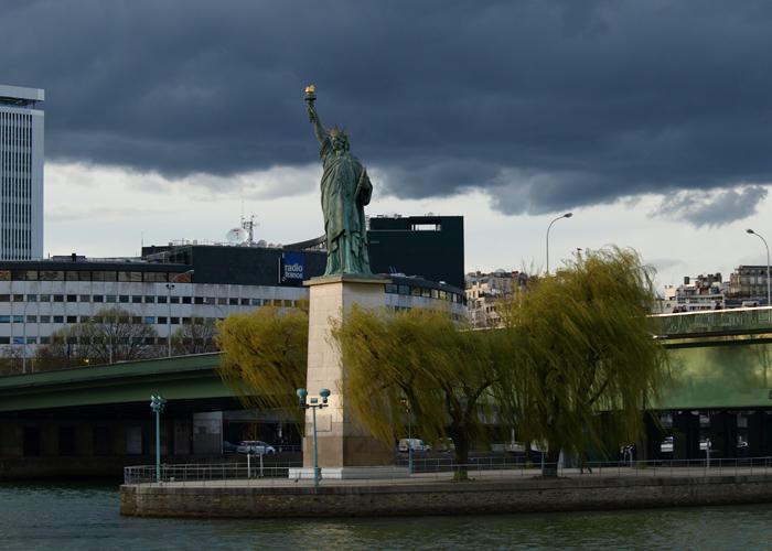 Статуя Свободы в Париже Фото Amber Lacerta