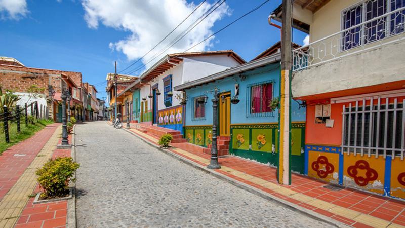 Гуатапе - самый красочный город в мире