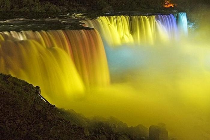Зимний Фестиваль Огней на водопаде Ниагара