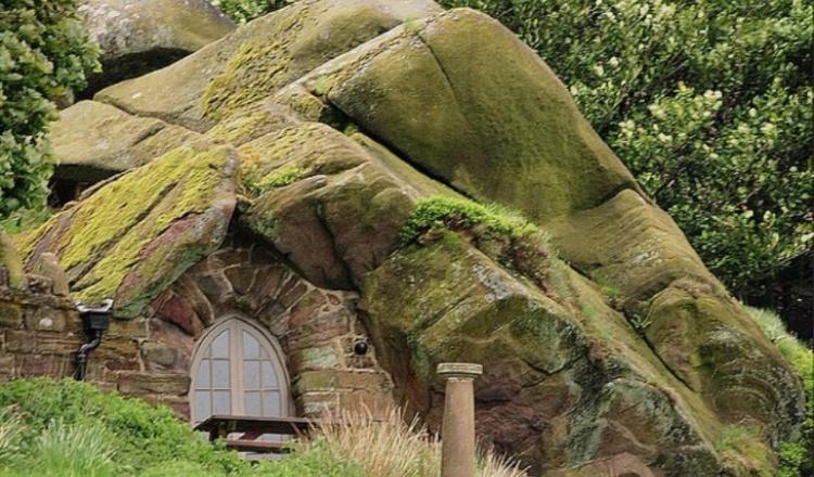 Удивительные дома, построенные прямо в пещере