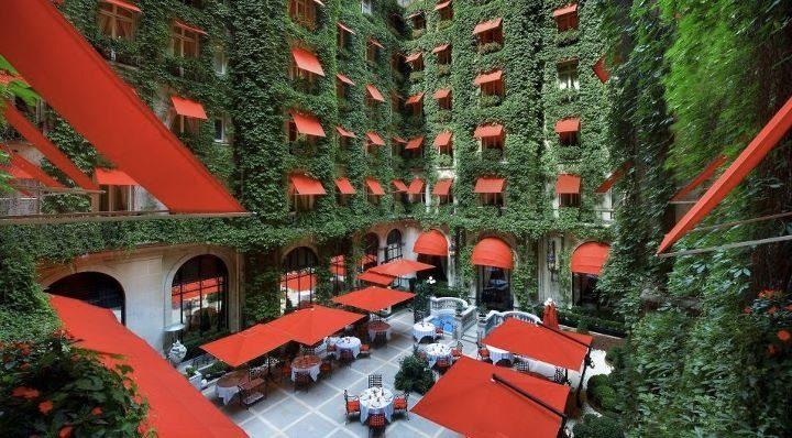 Отель Плаза Атене во Франции