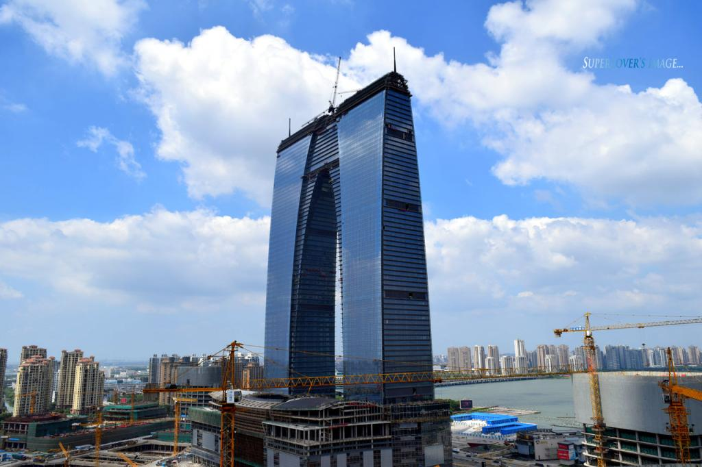 Здание «Gate to the East» в Сучжоу