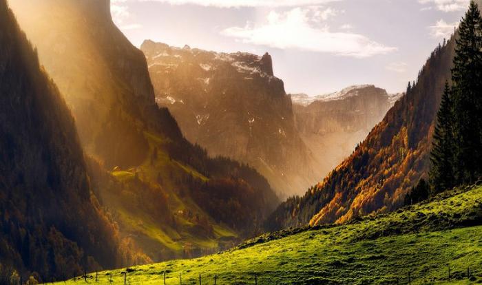Разноцветный горы Швейцарии.