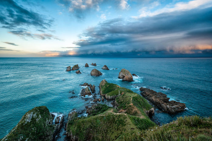 Приближение грозы, Наггет Пойнт (Approaching Storm Nugget Point). Автор фото: Энтони Харрисон (Anthony Harrison).